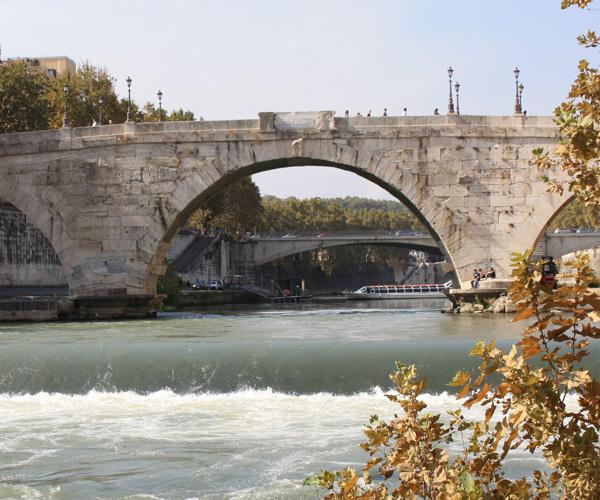Ponte Cestio, Tiberinsel